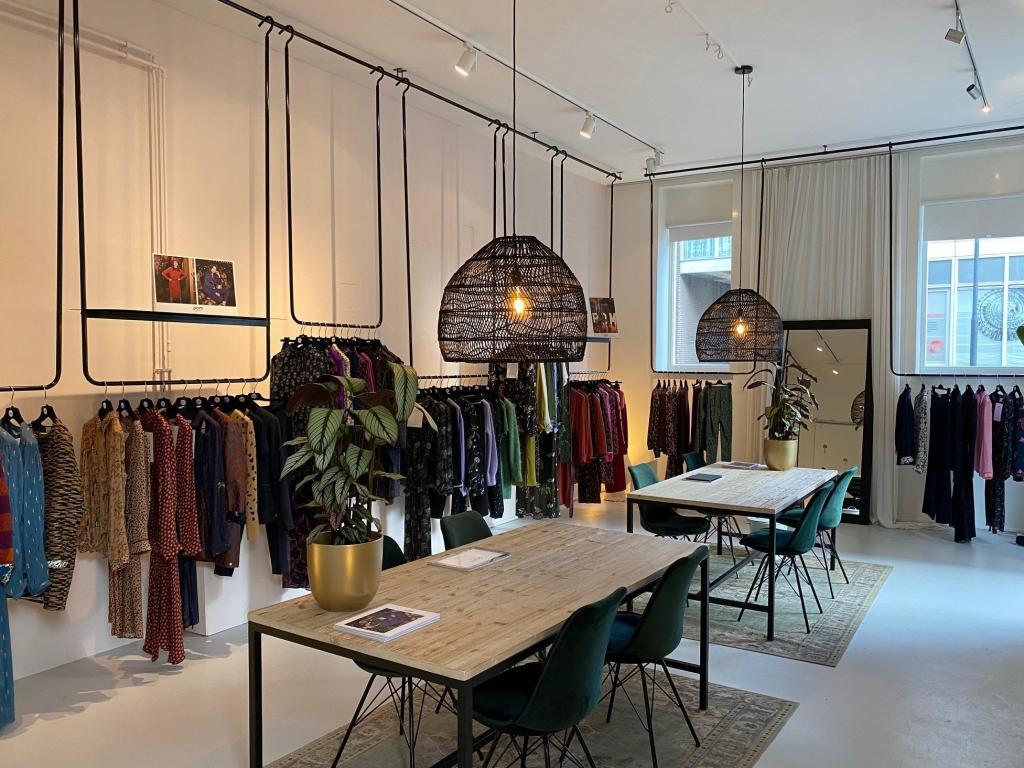 atom-retail-pom-amsterdam-tafel-kleding