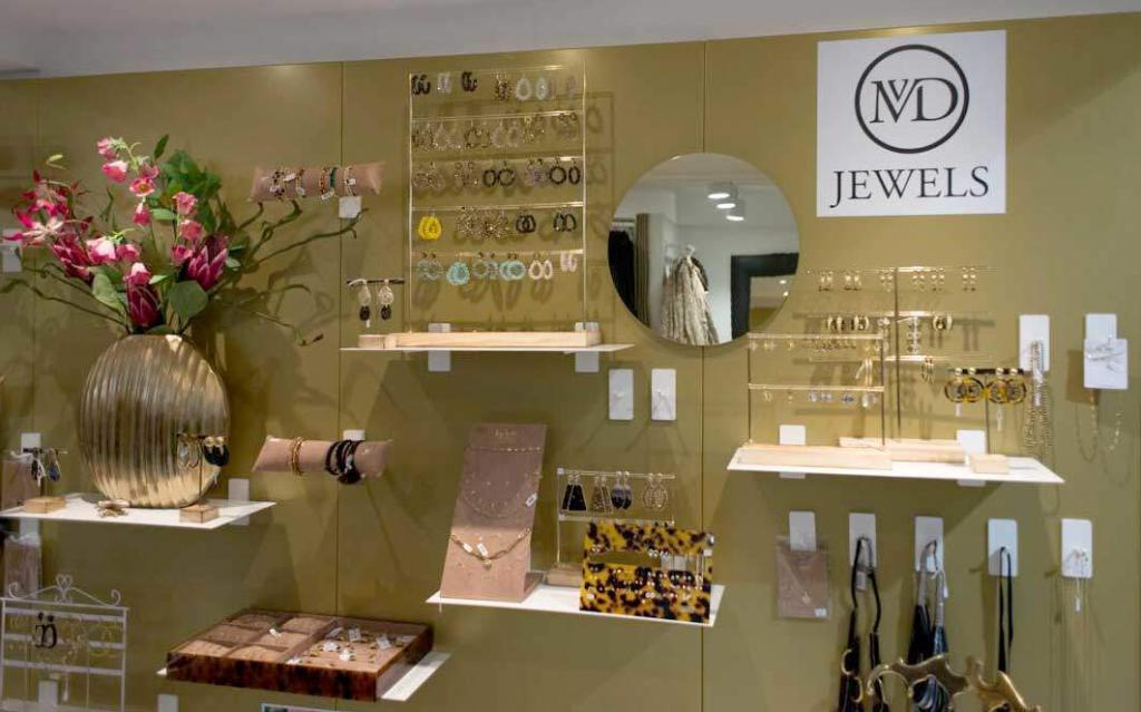 mvd-wall-shelves-1-atom-retail-oplossingen-innovaties-voor-winkelervaringen